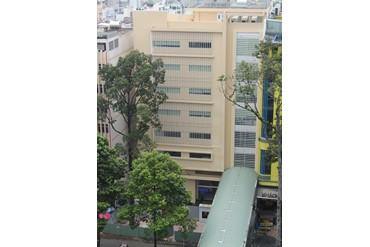 ドック健診センターの外観(向かい側のチョーライ病院から撮影)
